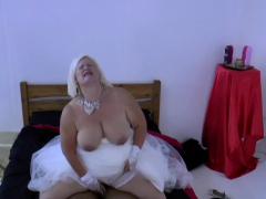 Granny cully Lacey Starr sucks dick