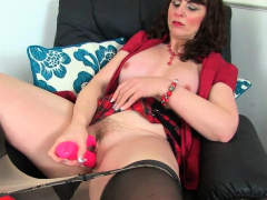 English milf Josephine James lets you find worthwhile her huge boobs