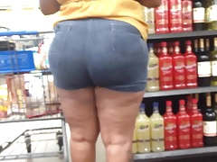 Thick Redbone MILF in Booty Shorts 3